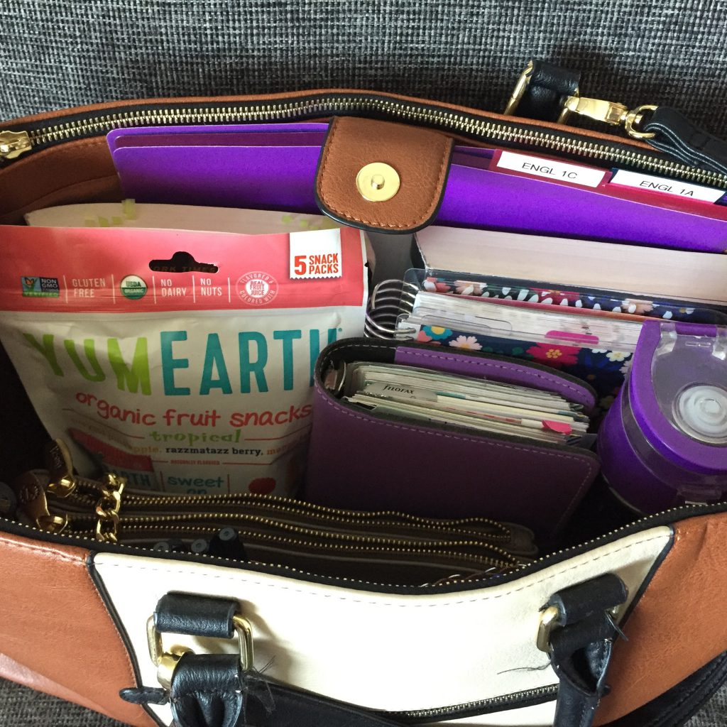 What's in my teacher bag? What I keep in my teacher bag and how I keep it all organized.
